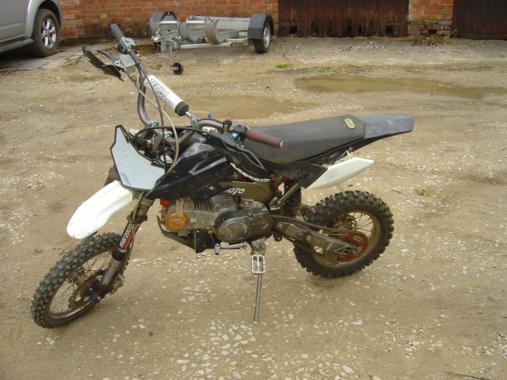 Pit Bike Terra Moto 125cc motor bike breaking