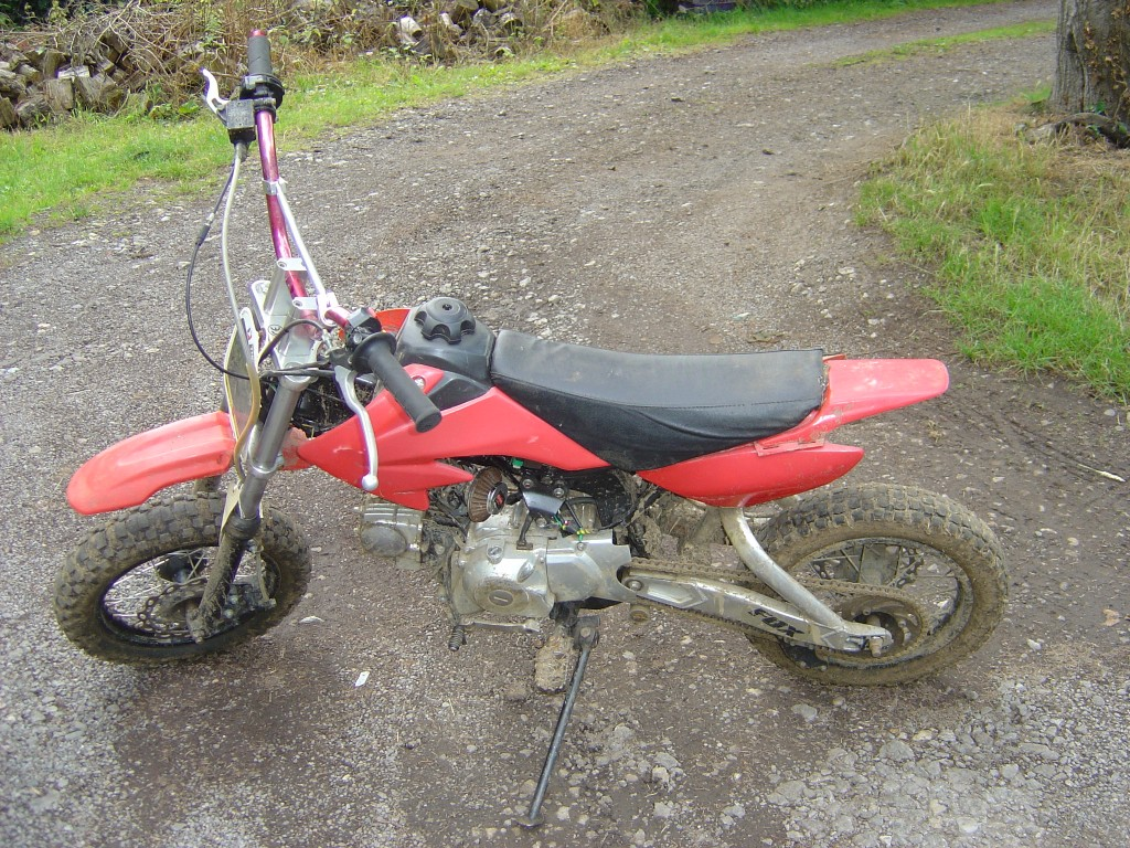 Pitbike 110 Red trim LHS Motor Cycle Pit bike Breaking for spare parts