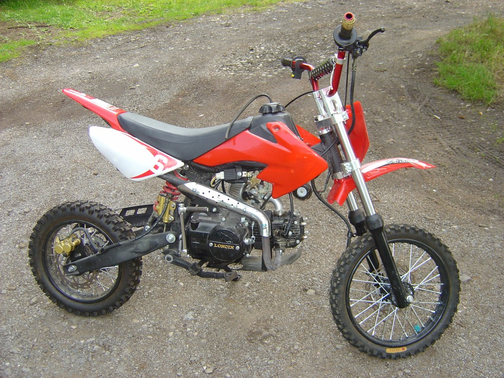 Pitbike 125 Red trim RHS Motor Cycle Pit bike Breaking for spare parts