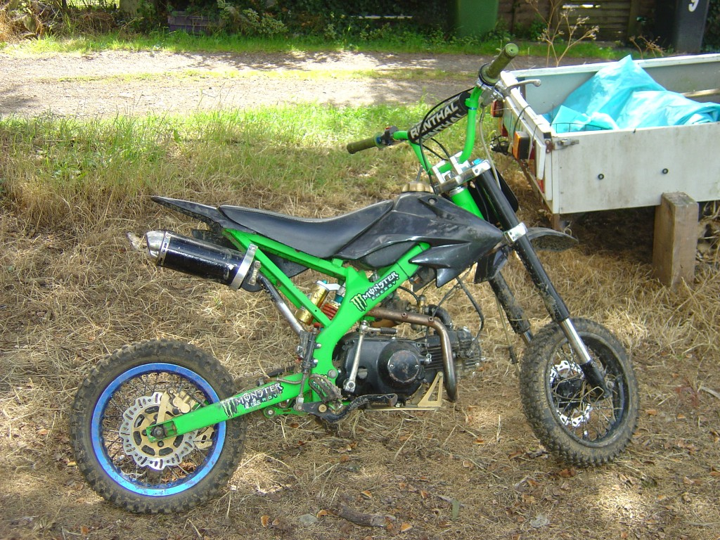 Pitbike 125 green and black trim RHS Motor Cycle Pit bike Breaking for spare parts