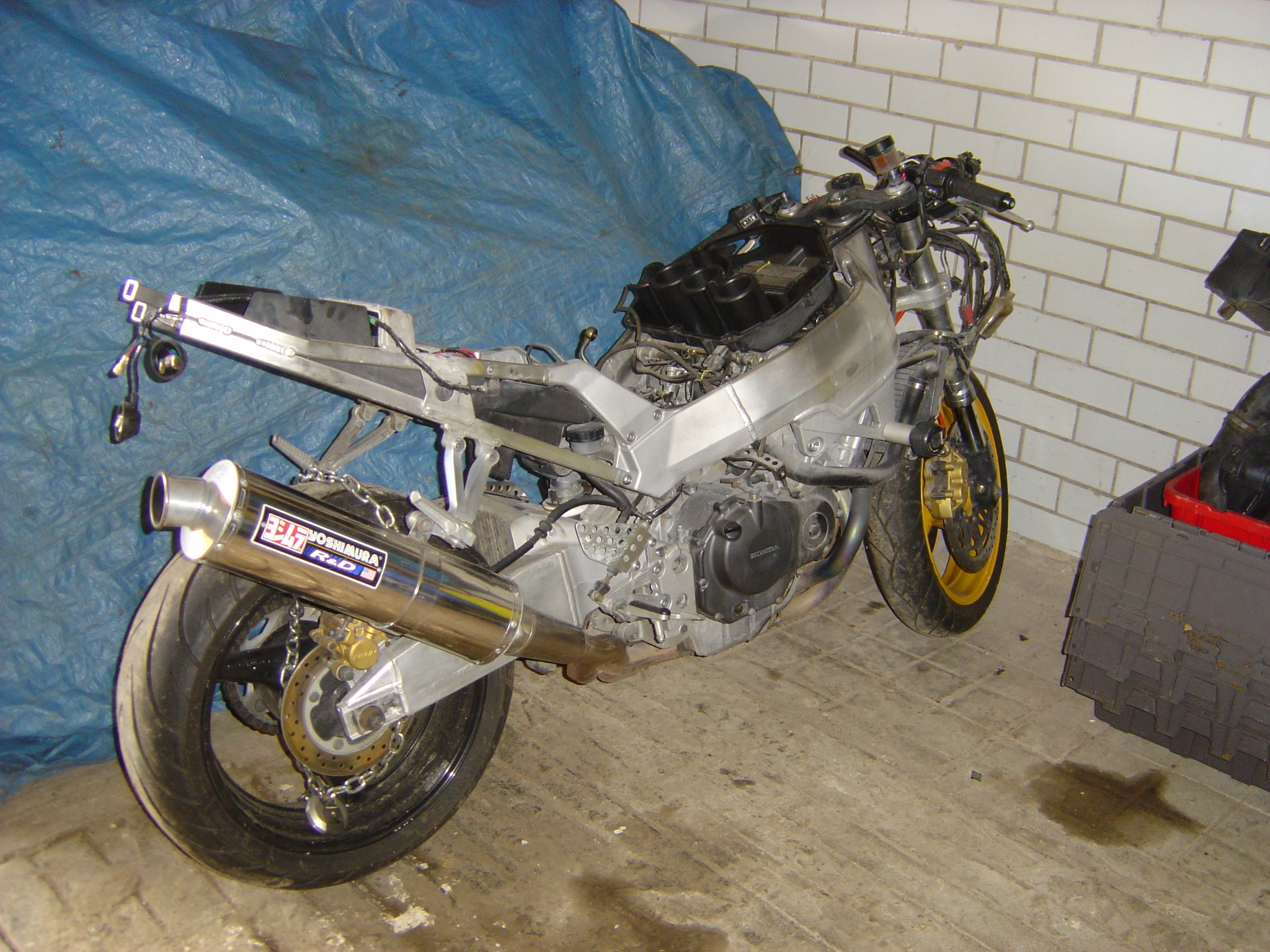 Honda CBR900 - 929 Fireblade Year 2001 RHS Motor Cycle Breaking for spare  parts Wheels Shocks