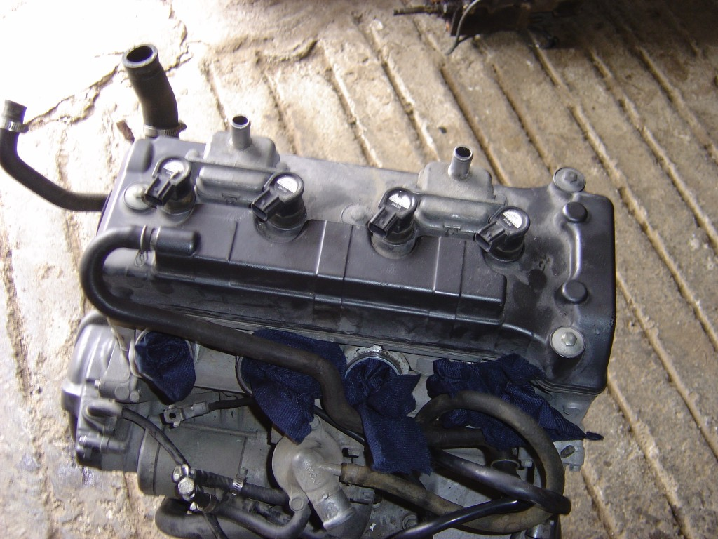 Honda CBR900 - 929 cc Engine Starter motor and stator alternator Fireblade Year 2001 Rear View Cylinder head Motor Bike Breaking for spare parts