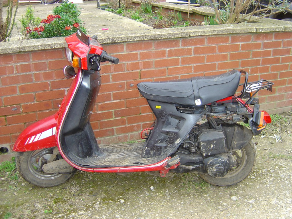 Honda-DX80-Scooter-Motor-Bike-Breaking-for-Spare-Parts-Left-Hand-Side