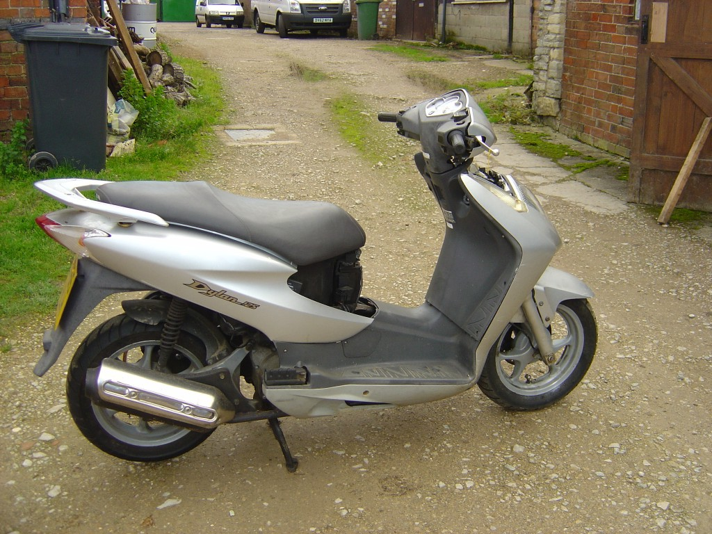 Honda Dylan125 125cc Scooter Breaking for Spare Parts