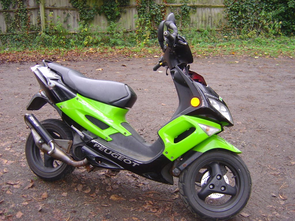 Peugeot Speedfighter2 Green RHS Scooter RHS Motor Cycle Scooter Breaking for spare parts