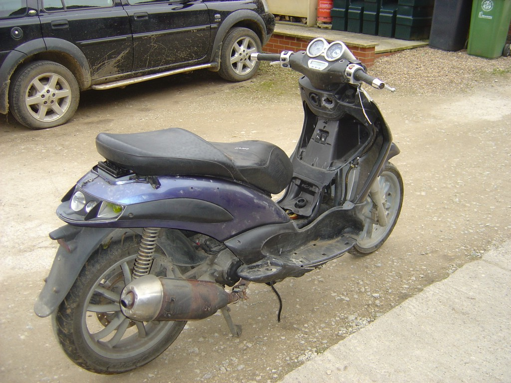 Piaggio-125-Scooter-Motor-Bike-Breaking-for-Spare-Parts-Right-Hand-rear