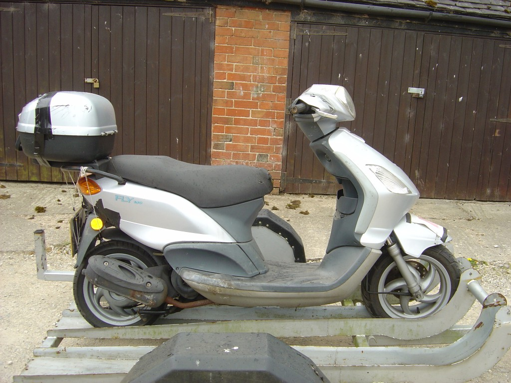 Piaggio Fly 100 RHS Motor Cycle Scooter Breaking for spare parts