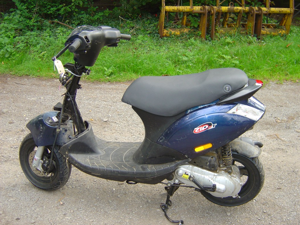 Piaggio Zip50 LHS Motor Cycle Scooter Breaking for spare parts