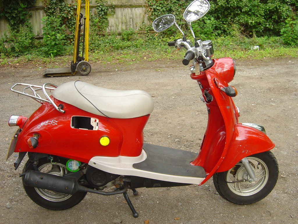 Red Scooter RHS Motor Cycle Scooter Breaking for spare parts