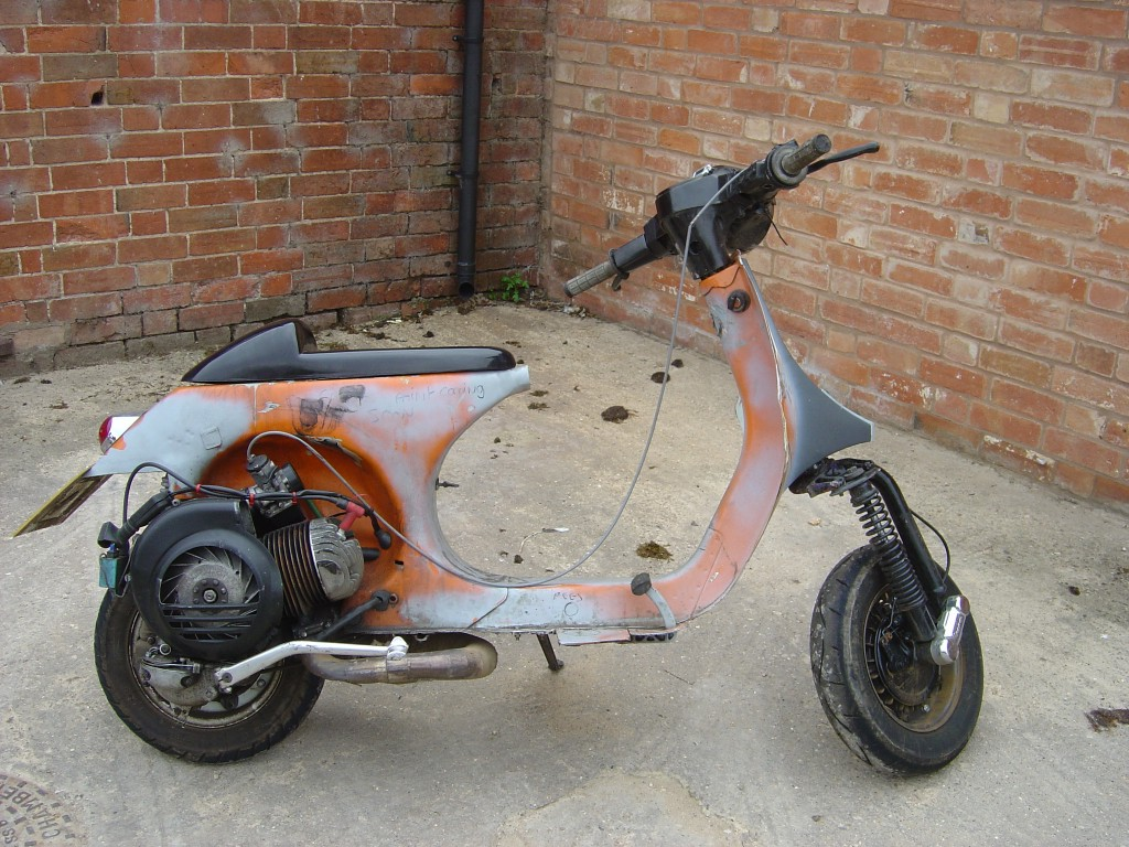 Vespa 125 RHS Motor Cycle Scooter Breaking for spare parts