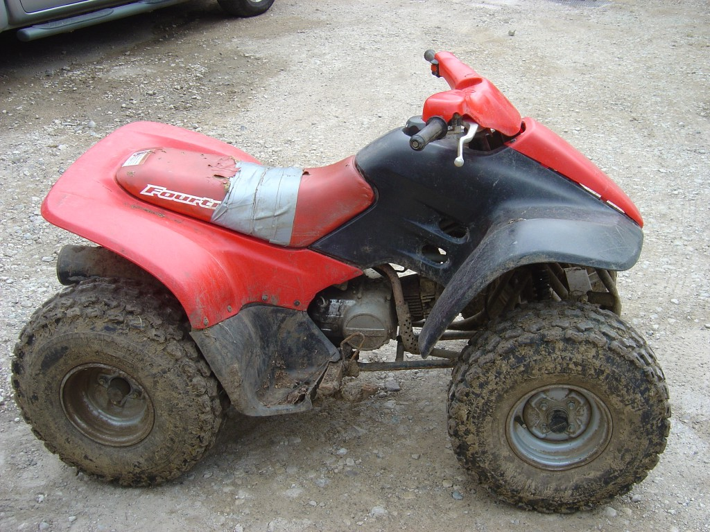Honda-TRX-90-Quad-Honda-90-Quad-Bike-Breaking-for-Spare-Parts-Right-Hand-Side
