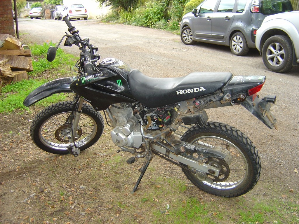 Honda XR125 2006 LHS Motor Cycle Breaking for spare parts