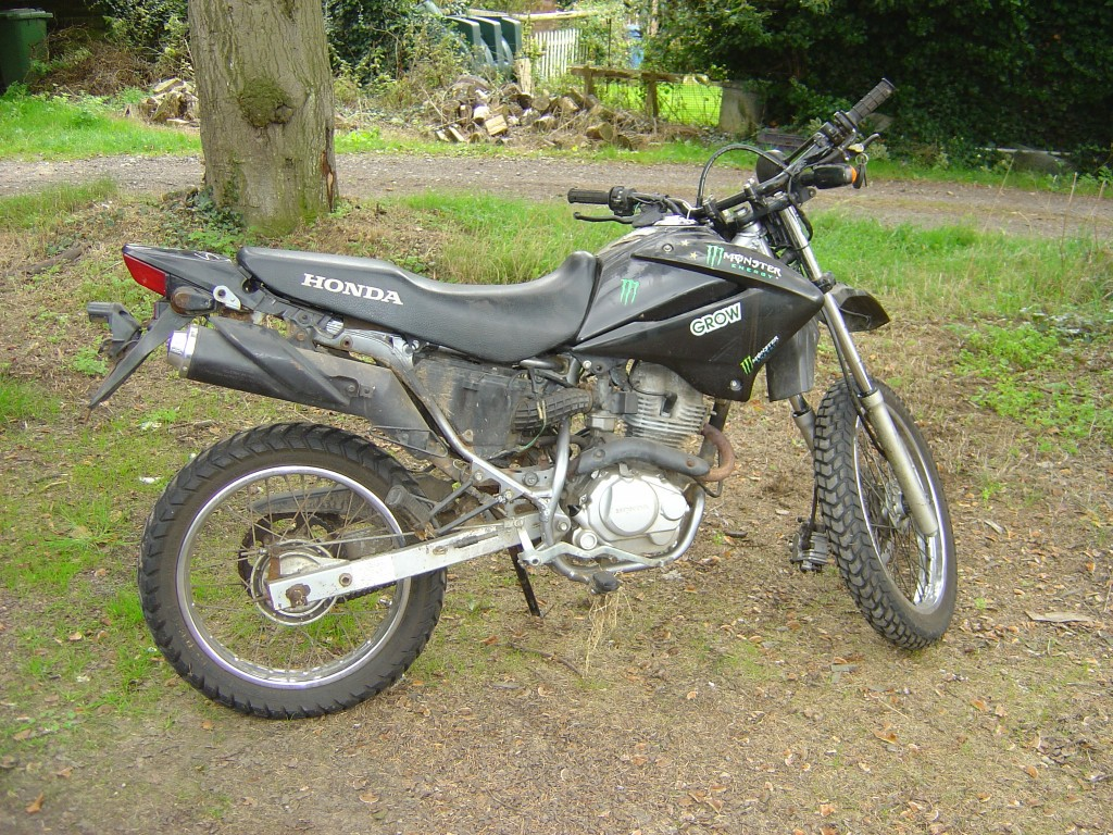 Honda XR125 2006 RHS Motor Cycle Breaking for spare parts