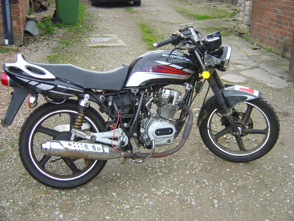 Lexmoto Arrow 125 RHS also known as Hoatian Vixen 125 Motor Cycle Breaking for spare parts