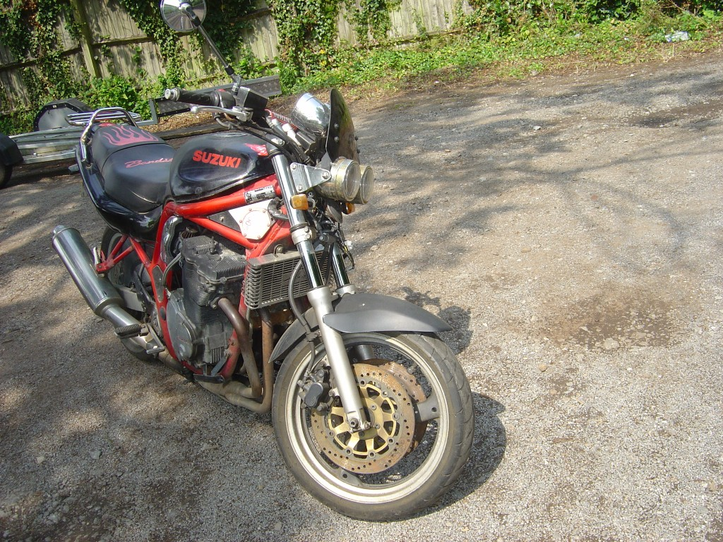 Suzuki Bandit 600 Front RHS Motor Cycle Breaking for spare parts