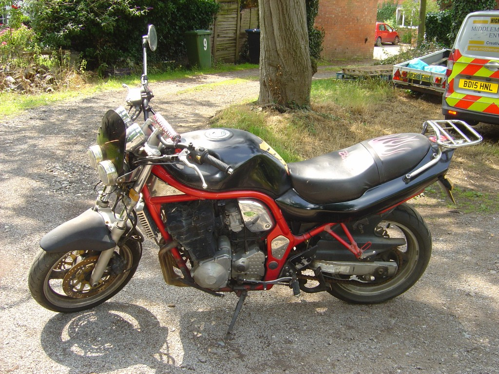 Suzuki Bandit 600 LHS Motor Cycle Breaking for spare parts