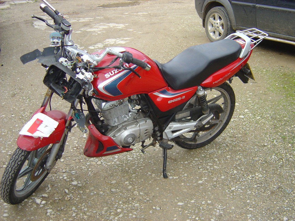 Suzuki EN125 2006 LHS Motor Cycle Breaking for spare parts