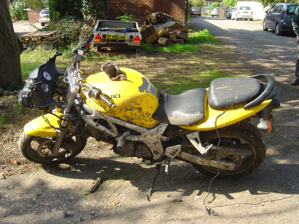 Suzuki SV650 2002 LHS Motor Cycle Breaking for spare parts