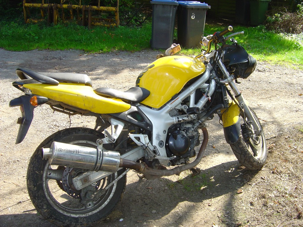 Suzuki SV650 2002 RHS rear Motor Cycle Breaking for spare parts