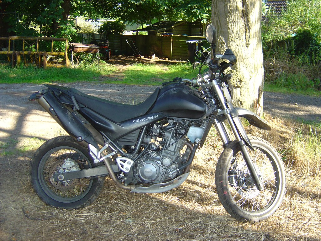 Yamaha XT660R RHS Motor Cycle Breaking for spare parts