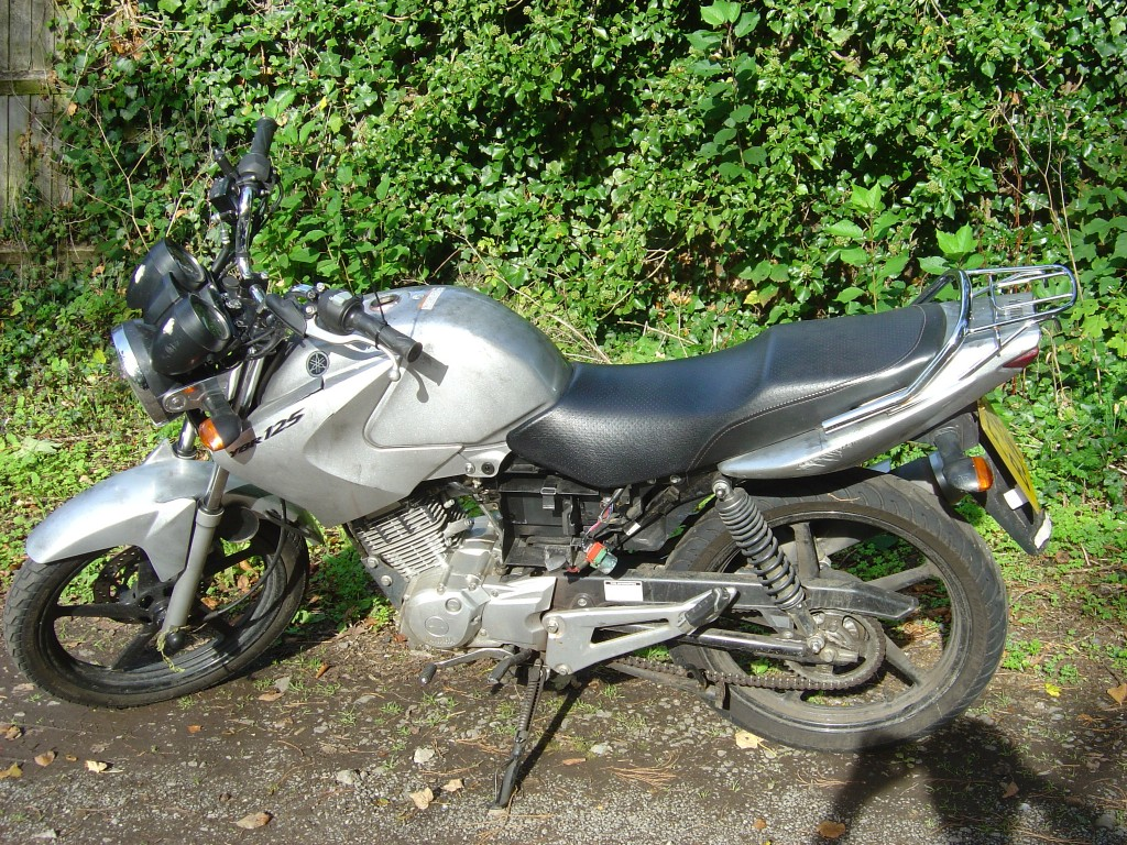 Yamaha YBR125 2012 RHS Motor Cycle Breaking for spare parts